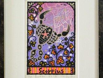星座の木版画「さそり座ー星のはなし」額付きの画像