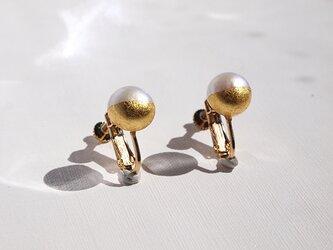 金箔とパールのイヤリング/Gold&White 10mm/受注生産の画像