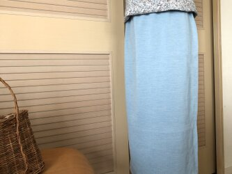 送料無料・ウエストゴム・綺麗な水色のミモレ丈ロングタイトスカートの画像