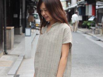 スタンドカラー・フレンチスリーブシャツ・天然染料(綿麻)の画像