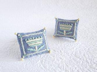 ボタニカル刺繍クッションブローチ(ボーダーフラワー/ペールシトラス)の画像