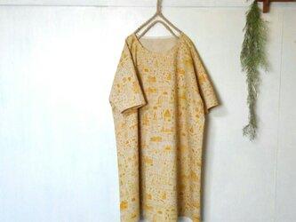 ゆったり着てね 淡い 黄色柄 ワンピース ~ 五分袖 チュニックの画像