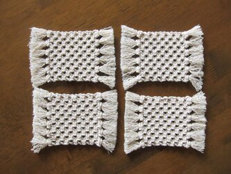 マクラメ編みのシンプルなコースター4枚セット~コットン生成り糸の画像