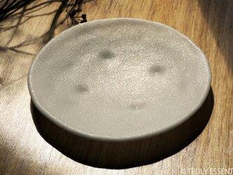 純白ガラスの大皿 -「 KAZEの肌 」● 24cm・絹目調の画像