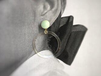 陶maru+Acrylic ring : ミントグリーン : ピアス/イヤリングの画像