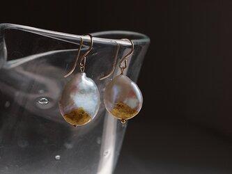金箔とパールのピアス/a drop of rainの画像