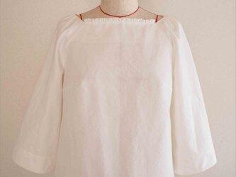 Veronica -white blouse-の画像