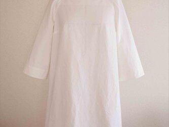 Veronica -white dress-の画像
