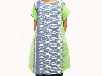 大きいサイズの草木染、藍染、手織綿、絣織チュニック、オールシーズンの画像