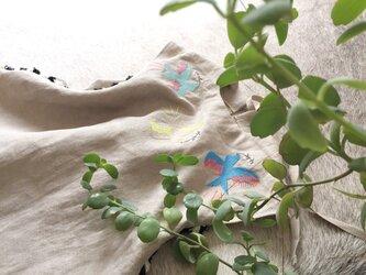 幸せを運ぶ小鳥刺しゅうのリネンワンピース 80cm / 90cm / 100cm ※他サイズ応相談の画像