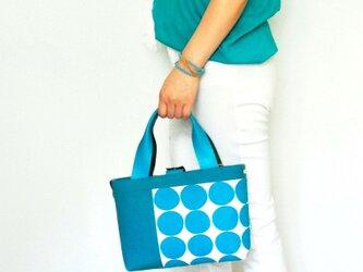 一点もの!ターコイズブルーのドット柄のトートバッグ(本革持ち手付き)の画像