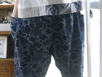 久留米絣濃紺花柄サルエルパンツの画像