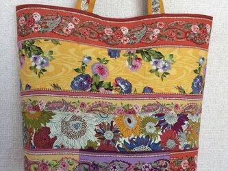 花柄ボーダーのトートバッグの画像