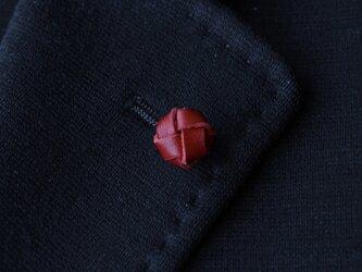 本革〈赤〉玉結び ラペルピン・タイタックピンの画像