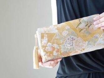 花文様 シルク帯 2wayクラッチバッグ& ハンドバック 絹帯 リメイク  結婚式、パーティー、日常使いに。の画像