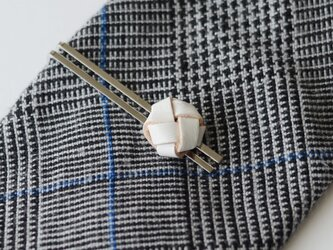 本革〈白〉玉結び ネクタイピン(ギフトラッピング無料)の画像