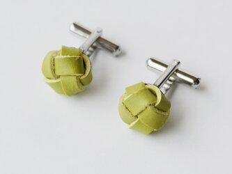 本革〈黄緑〉玉結び カフスボタンの画像