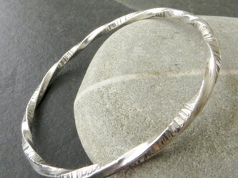 Twisted silver bangleの画像