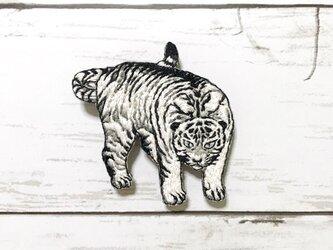 手刺繍日本画ブローチ*丸山応挙「遊虎図」の白虎の画像