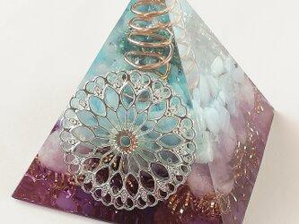 ピラミッド型オルゴナイト☆マンダラシルバー2の画像