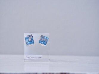 *icey blue* x シルバーフィリグリーのスクエアピアスの画像