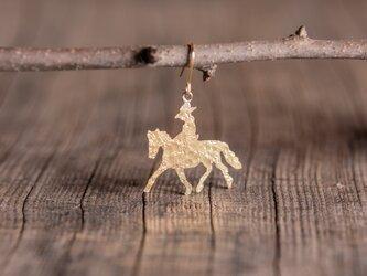 馬に乗った旅人 真鍮ピアス・イヤリングの画像