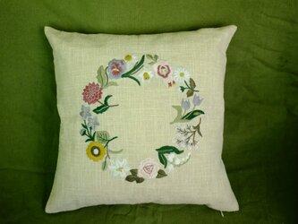 12ヶ月花刺繍クッションカバーの画像