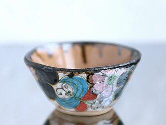 金継ぎ手びねり抹茶椀・花と蝶の画像
