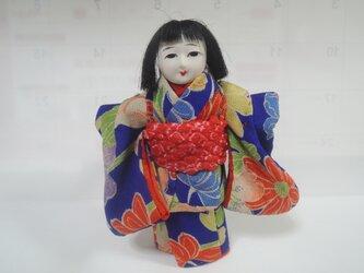 小さな市松人形の画像