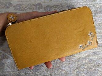 刺繍革財布『hana*hana』L字ファスナー型(牛革)深黄色の画像