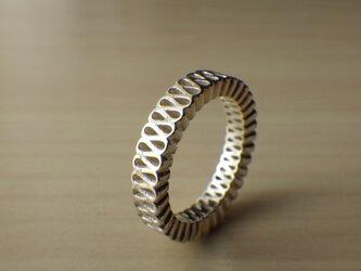 襞襟のリングの画像