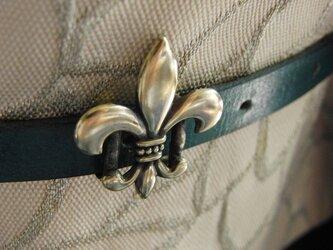 真鍮ブラス製 ユリの紋章・フレア型型帯留め 帯締めの飾り・ブレスやチョーカー飾りにの画像