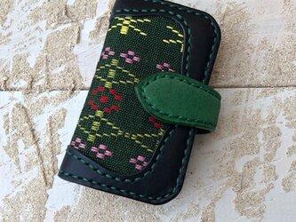 沖縄の織物とイタリアレザーの二つ折りキーケース ブラック×グリーン (織物シリーズ)の画像