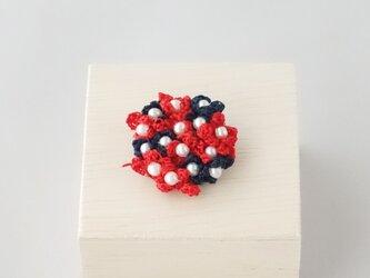 小花のブローチ(赤色、紺色)の画像