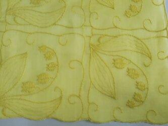草木染 ハルジオン スズラン刺繍 ハンカチの画像
