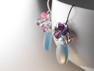 チェコガラスのじゃらじゃらピアス 水無月の画像