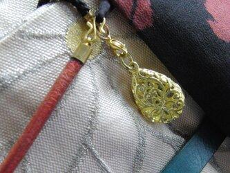 真鍮ブラス製 型抜きしずく型根付ストラップ 着物や浴衣の帯飾り・かんざし・ネックレスパーツとしての画像