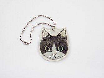 猫顔プラバンチャーム(ハチワレ)の画像