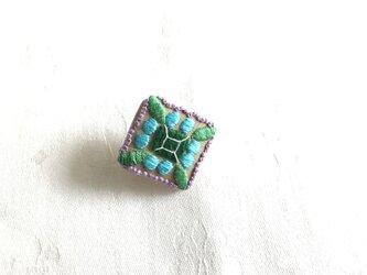 宝石のブローチ(リネン四角)の画像