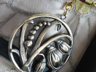 真鍮ブラス製 大き目スズラン型の根付ストラップ 着物や浴衣の帯飾り・かんざし・ネックレスパーツとしての画像