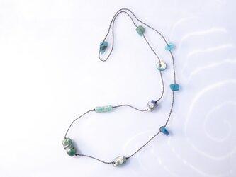 ローマングラスのネックレスの画像
