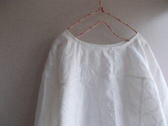 刺繡パッチワークリネンシンプルプルオーバーの画像