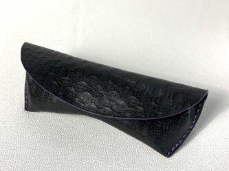 ディンプル型押し革のメガネケースの画像