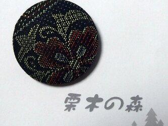 着物地缶ブローチの画像