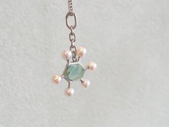 白い実のペンダント -spring water-の画像