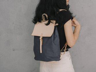 「帆布×革の組み合わせ」手作りのリュック レディース バッグ かわいい フラップリュックサックおしゃれ リュックの画像