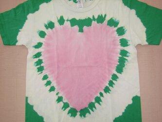 タイダイ染め ピンクのハートもようと緑の色抜きがキュートな半袖Tシャツ Lサイズの画像