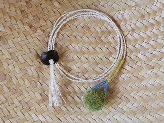 草木染め/自然素材/ポンポン首飾りの画像