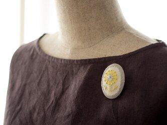 シャイニーガールのボタニカル刺繍ブローチの画像