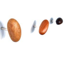 木製コートハンガー/1個/小石型 HS-A オーク/チェリー/オールナット スピリチュアルヒーリング 自然を感じる美しい木目の画像